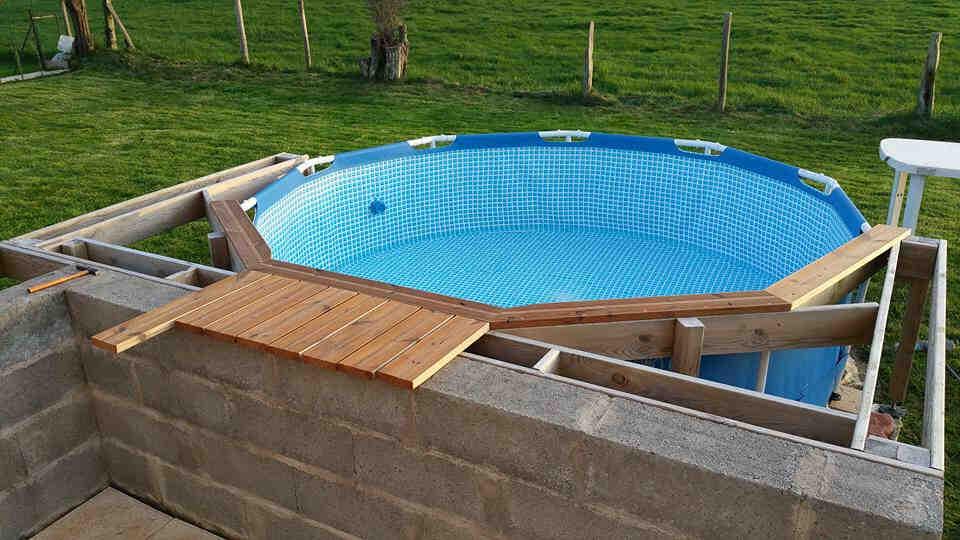 Comment habiller le tour d'une piscine ?