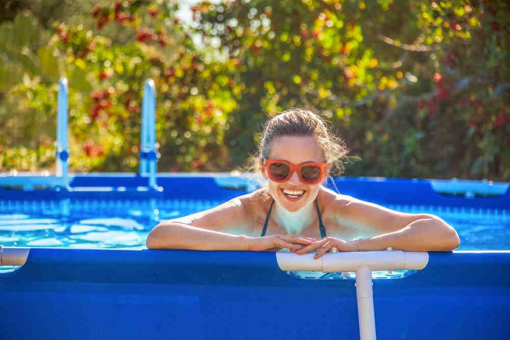 Comment nettoyer le fond d'une piscine sans aspirateur
