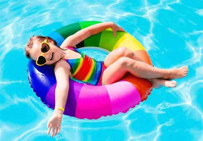 Comment nettoyer une piscine rapidement ?